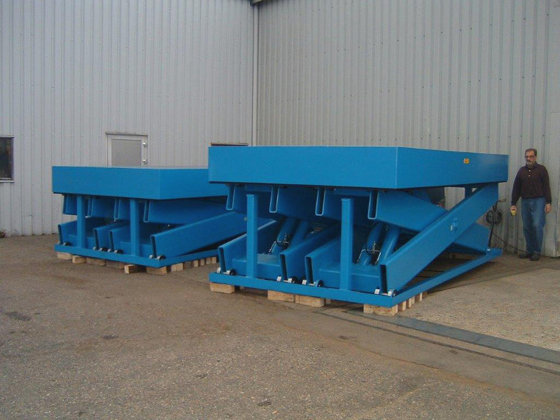 30 tonne lifts with 2 metre stroke