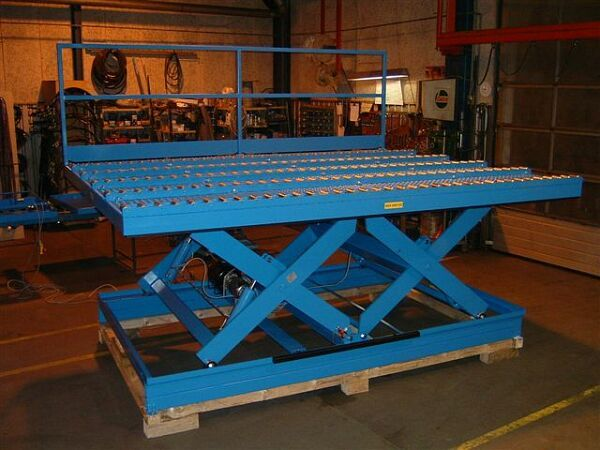 Air cargo handling lift table