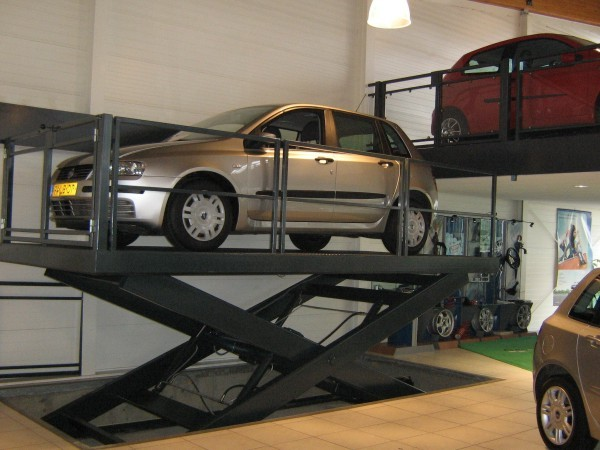 Car on Car Lift Table