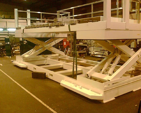 Custom lift arrangement for handling aeronautical engineering