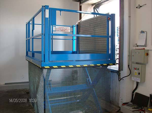 Fully extended indoor loading bay lift