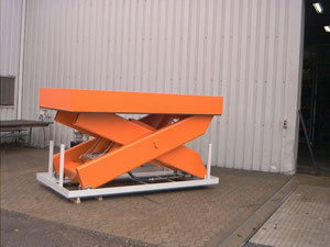 Heavy capacity single scissor lift table