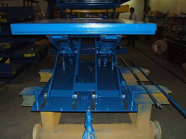 Heavy duty low closed lift table