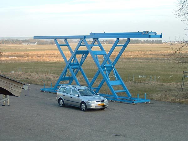 Large scale double horizontal lift