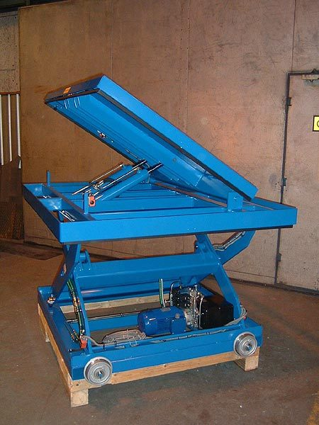 Mobile Scissor Lift Table with hydraulically powered tilting platform for ergonomic work positioning