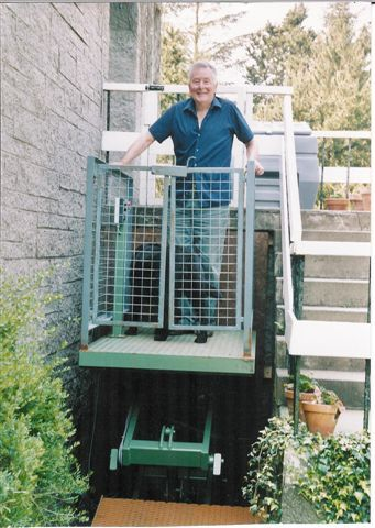 Mobility impaired garden lift