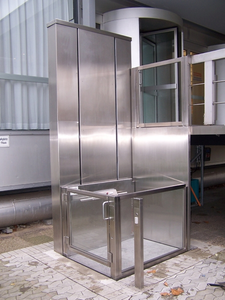 Outdoor stainless steel access lift