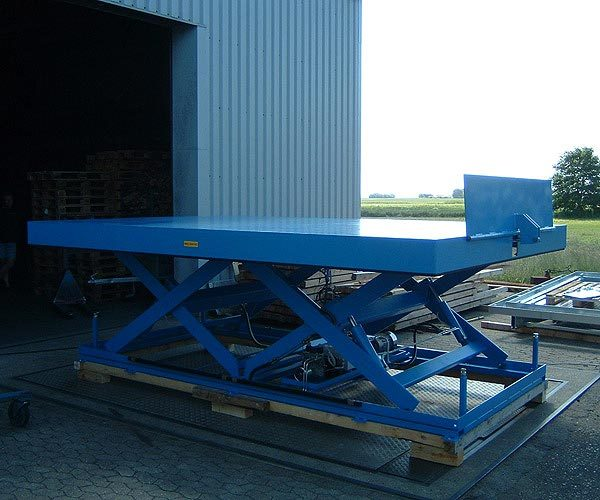 Scissor Lift Table with simple powered bridge plate - loading flap