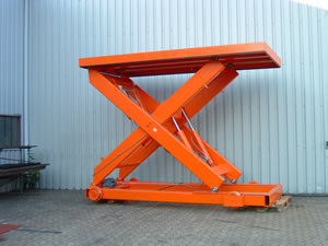 Self propelled rail guided 8 tonne lift table