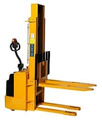 Self propelled wrapover fork stacker