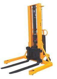 Semi electric straddle stacker