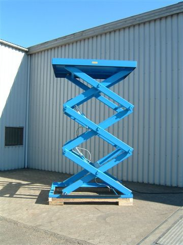 Three stage or triple vertical scissor lift table