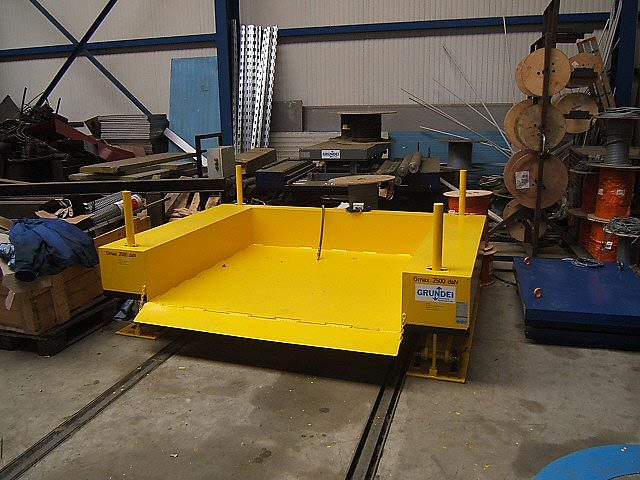 Zero height low closed lift table